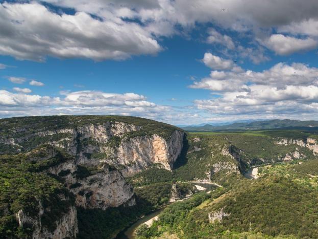 le gîte de Gourguet est à 3 km de l'entrée des Gorges de l'Ardèche