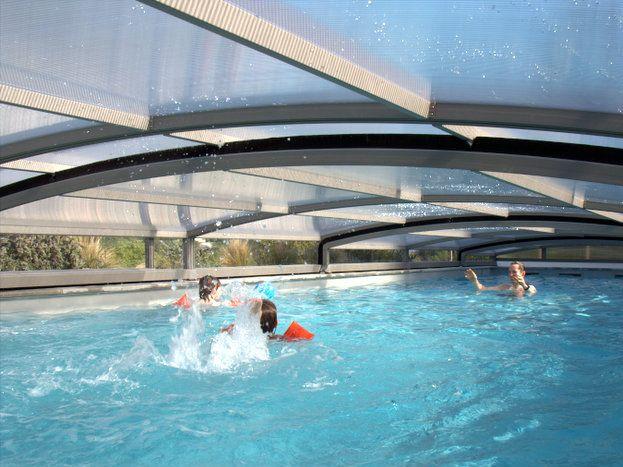 La piscine couverte..