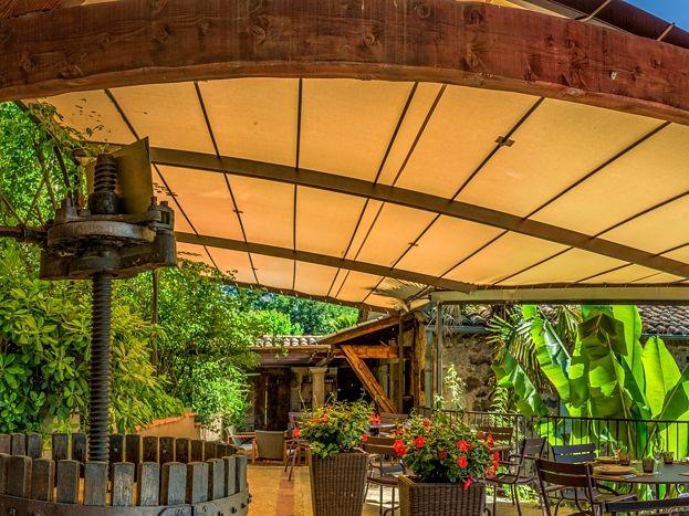 La terrasse couverte du restaurant..