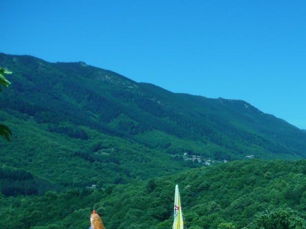 La piscine avec vue sur la montagne.