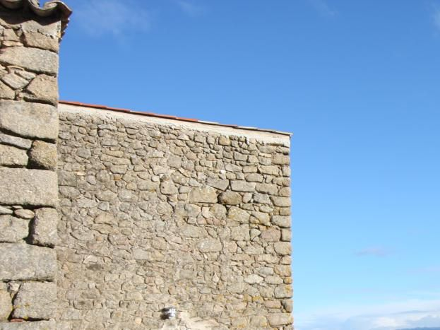 Terrasse équipée d'un salon de jardin, plein sud avec vue sur la vallée du Rhône