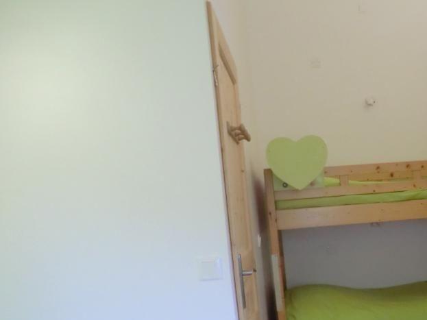 chambre enfant : 2 lits superposés + 1 lit 1 place  ( 90 X 190)