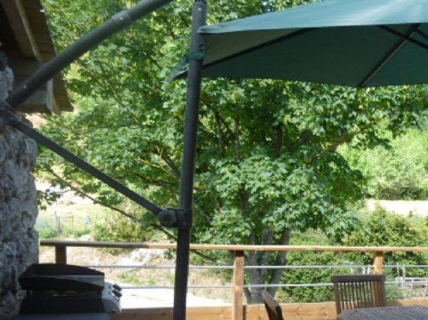 Terrasse avec vue sur le jardin , plancha