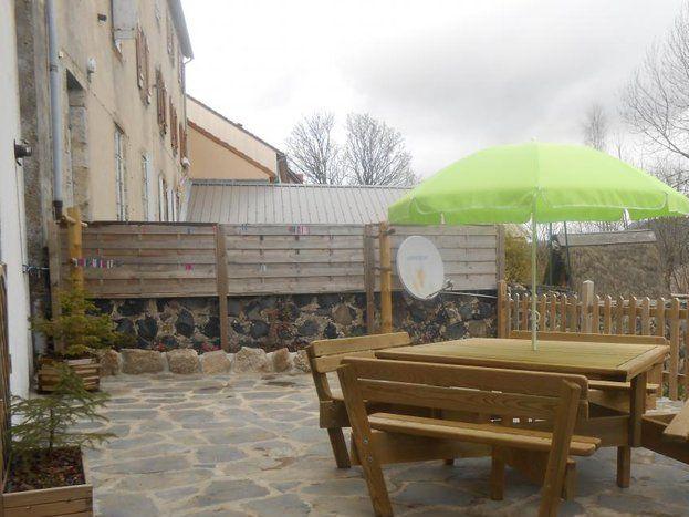 Terrasse clôturée de 30 m ²  exposée au Sud.