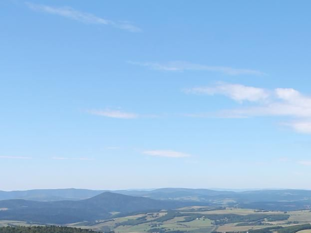 Vue du Gerbier des Joncs. Photo été.