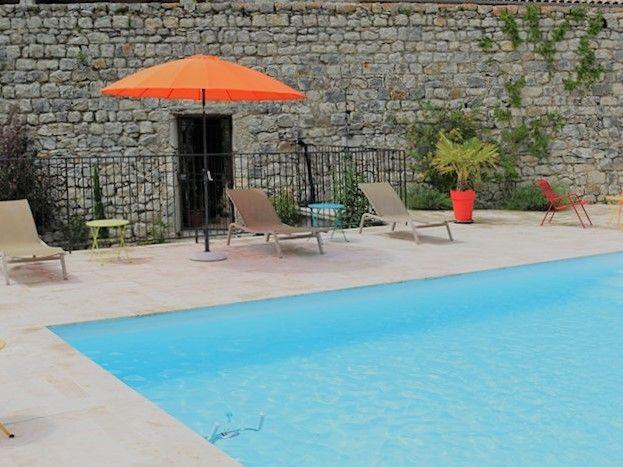 espace piscine commun sécurisé