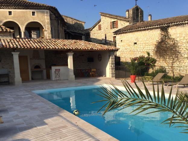 le domaine du viticulteur piscine partagée-pool house.