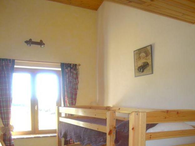 Chambre en rez de chaussée lits superposés 90 X 190 cm