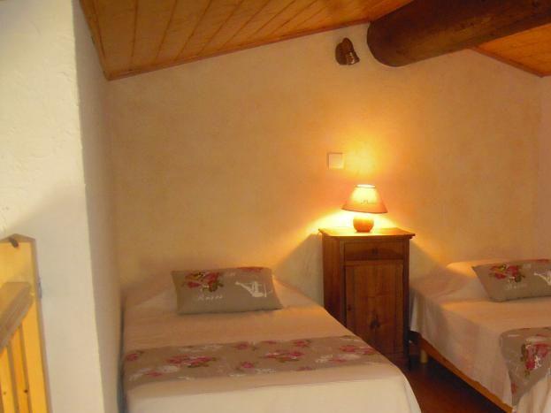 Chambre mezzanine avec 2 lits de 90 cm