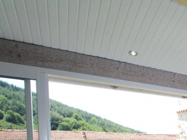 Espace salon véranda et vue sur la terrasse