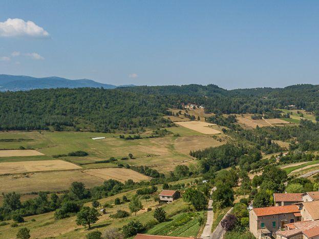 Vue aérienne du village de Samoyas