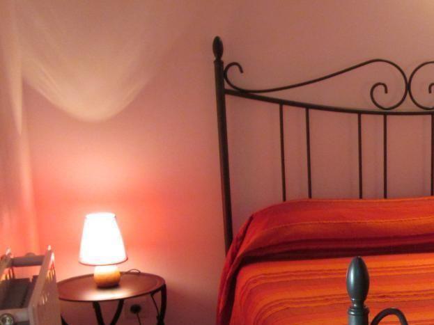 Chambre lit 2 personnes (140 cm)