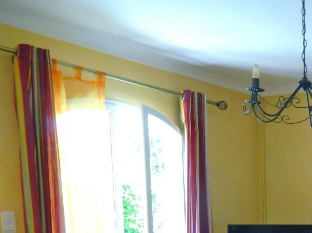le salon avec accès à la terrasse de plain pied