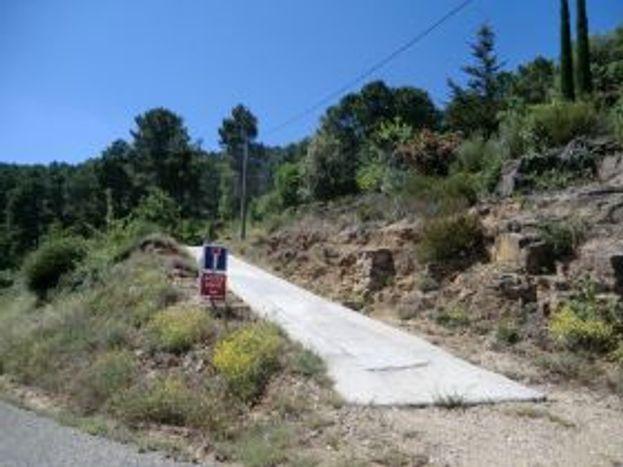 le chemin d'accès sur 50 mètres