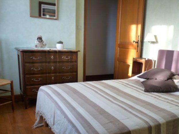 Chambre 1 à l'étage : couchage en 140 cm