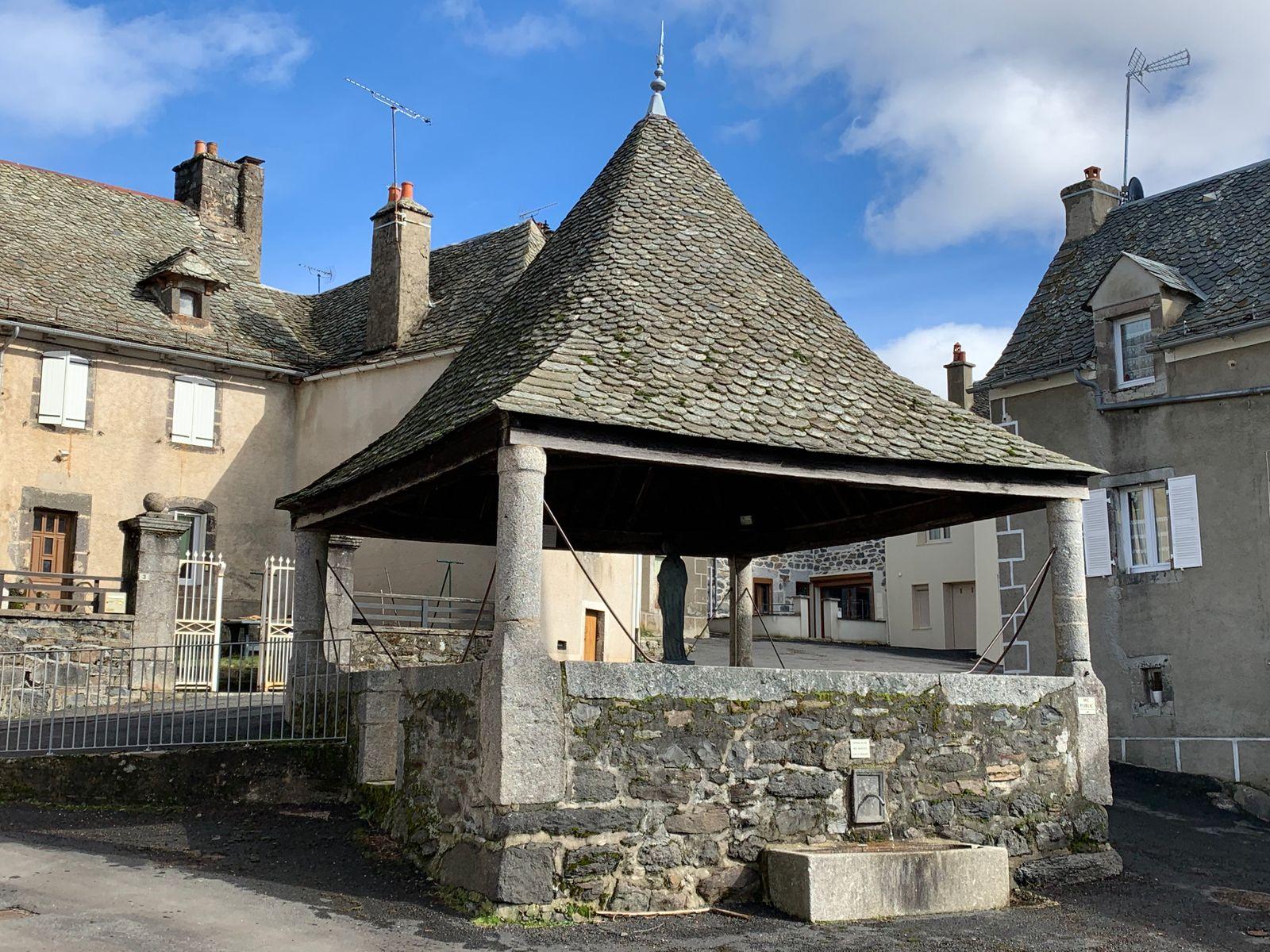 L'Oratoire du village du 17 Ième siècle, restauré en 1981 par la municipalité.