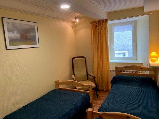 Chambre avec deux lits de 90 cm