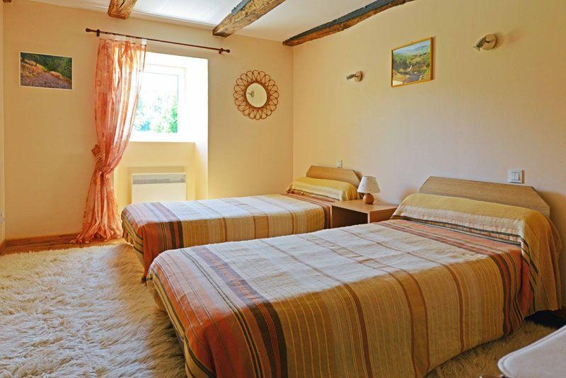 2éme chambre avec deux lits.