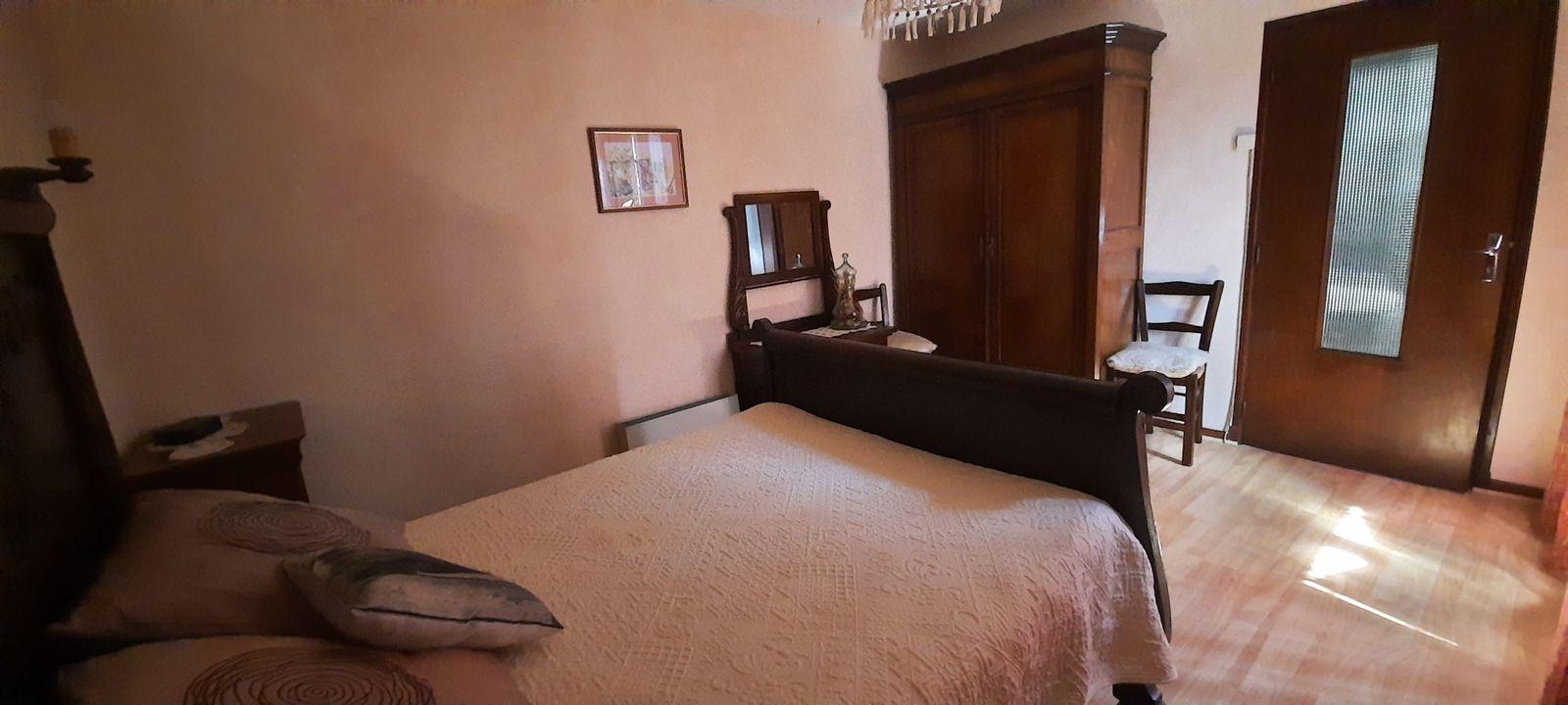 Chambre 1 ; lit en 140