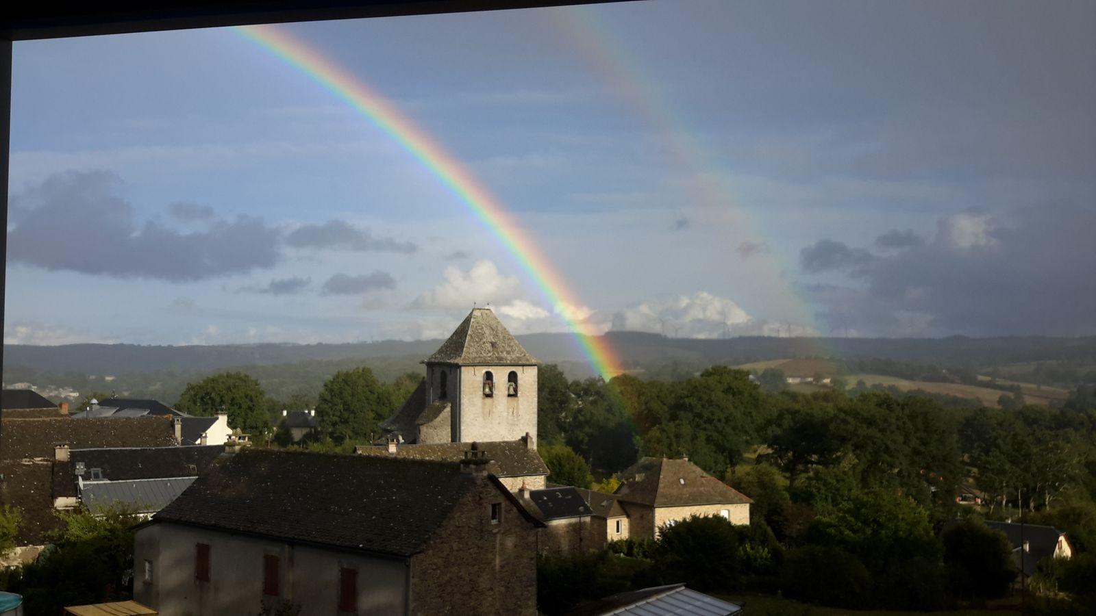 Eglise de Saint Martin des Faux après un orage d'été.