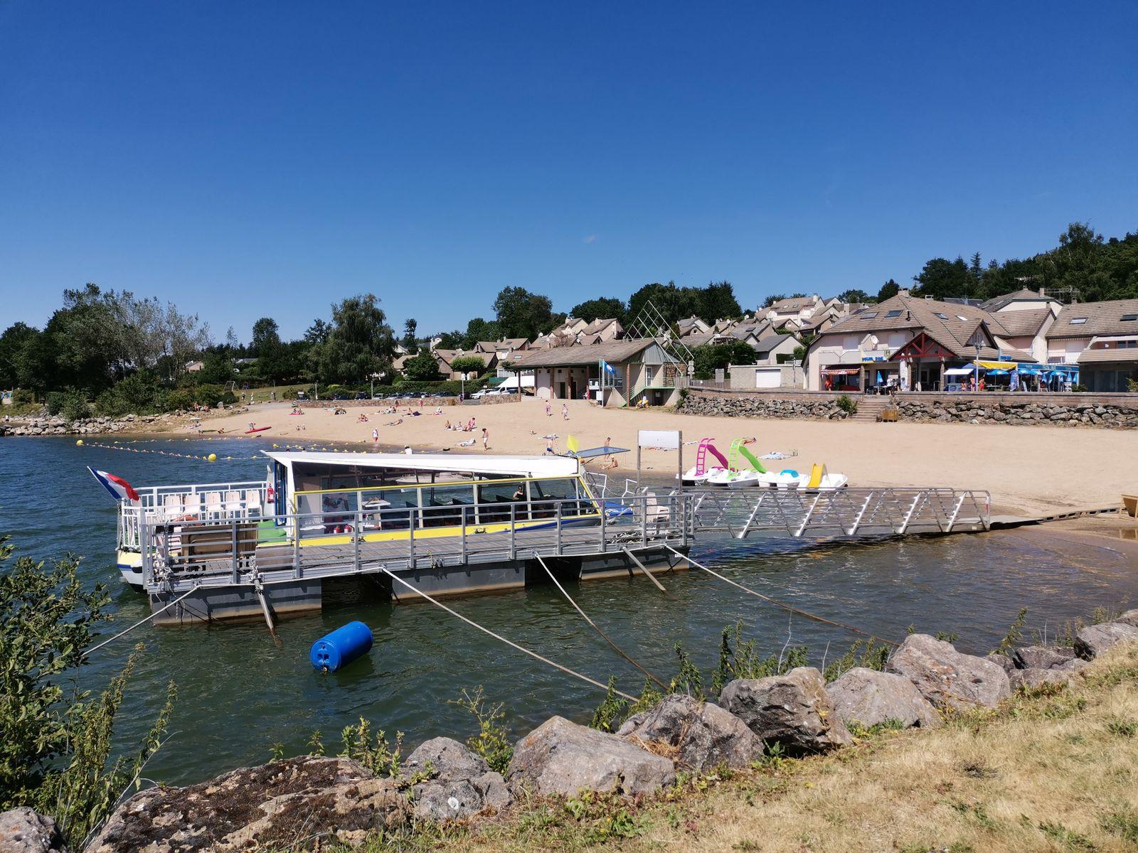 Plage des vernhes Promenade d une heure sur le lac avec le pavillon jaune