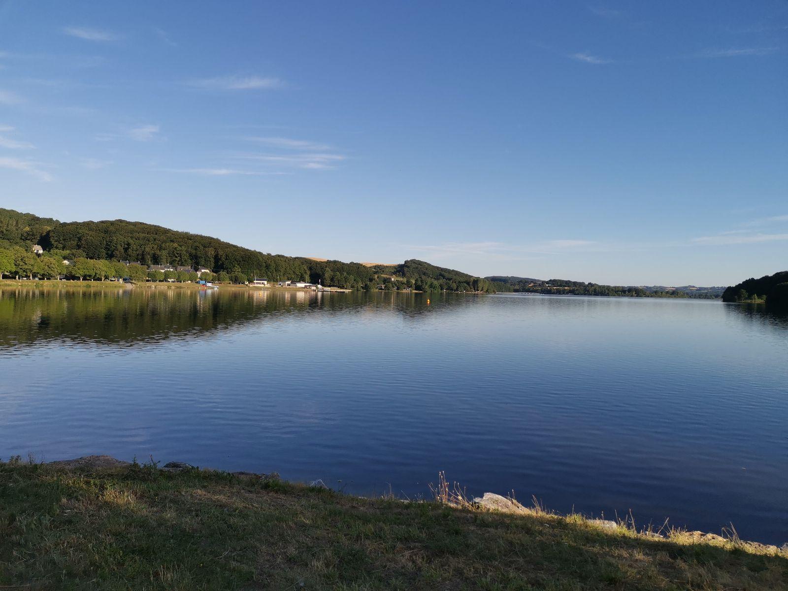 Lac de villefranche de panat  7 km du gite  Rando de 11 km autour du lac