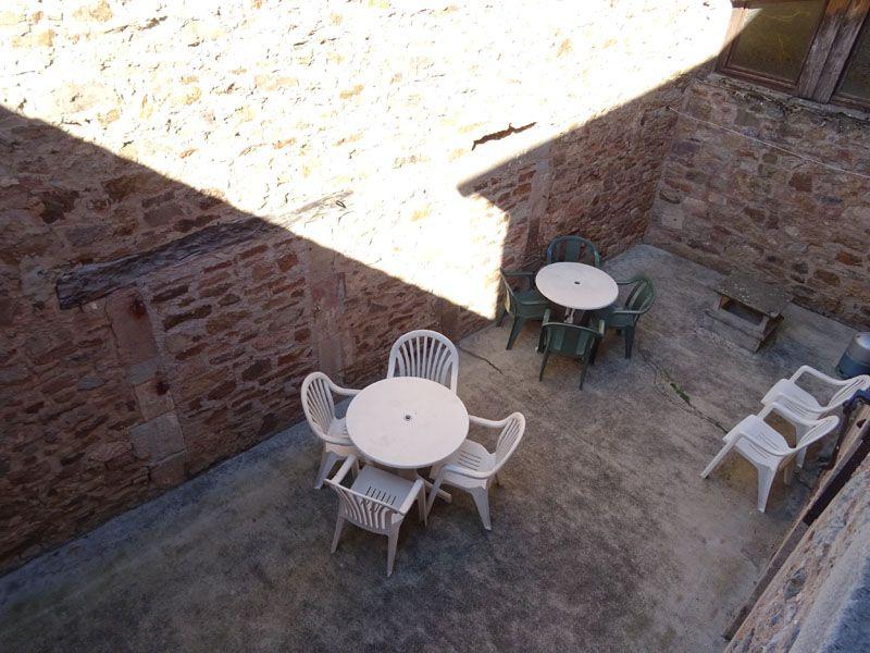 Cour intérieure (espace détente, BBQ, salon d'été).