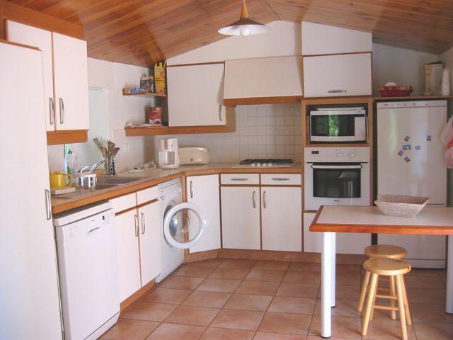 Vue de la cuisine depuis la salle de séjour