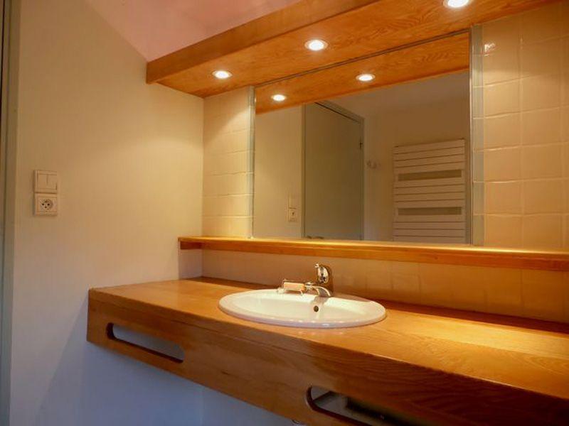 Etage: salle d'eau avec douche