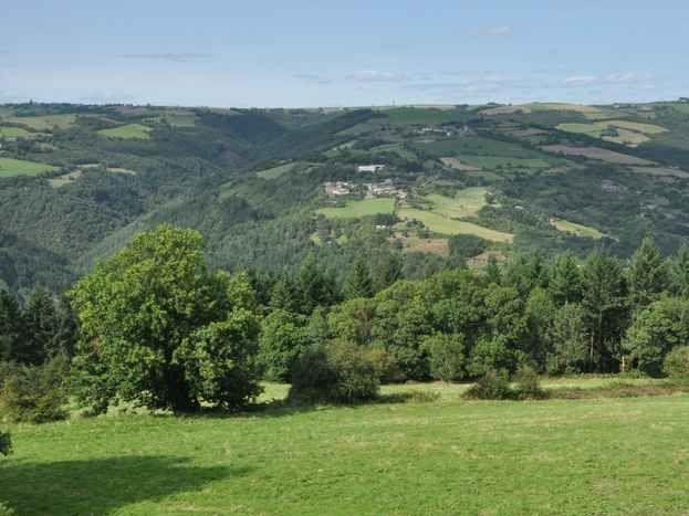 vue à partir du  côté Nord du hameau ( vallée du Tarn )