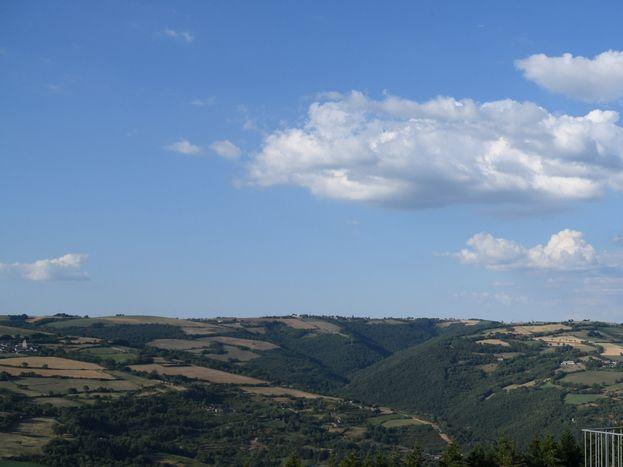 Terrasse panoramique commune de 70 m2 : vue vallée du Tarn