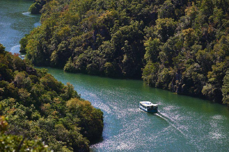 Balade en bateau au Mas de la NAU