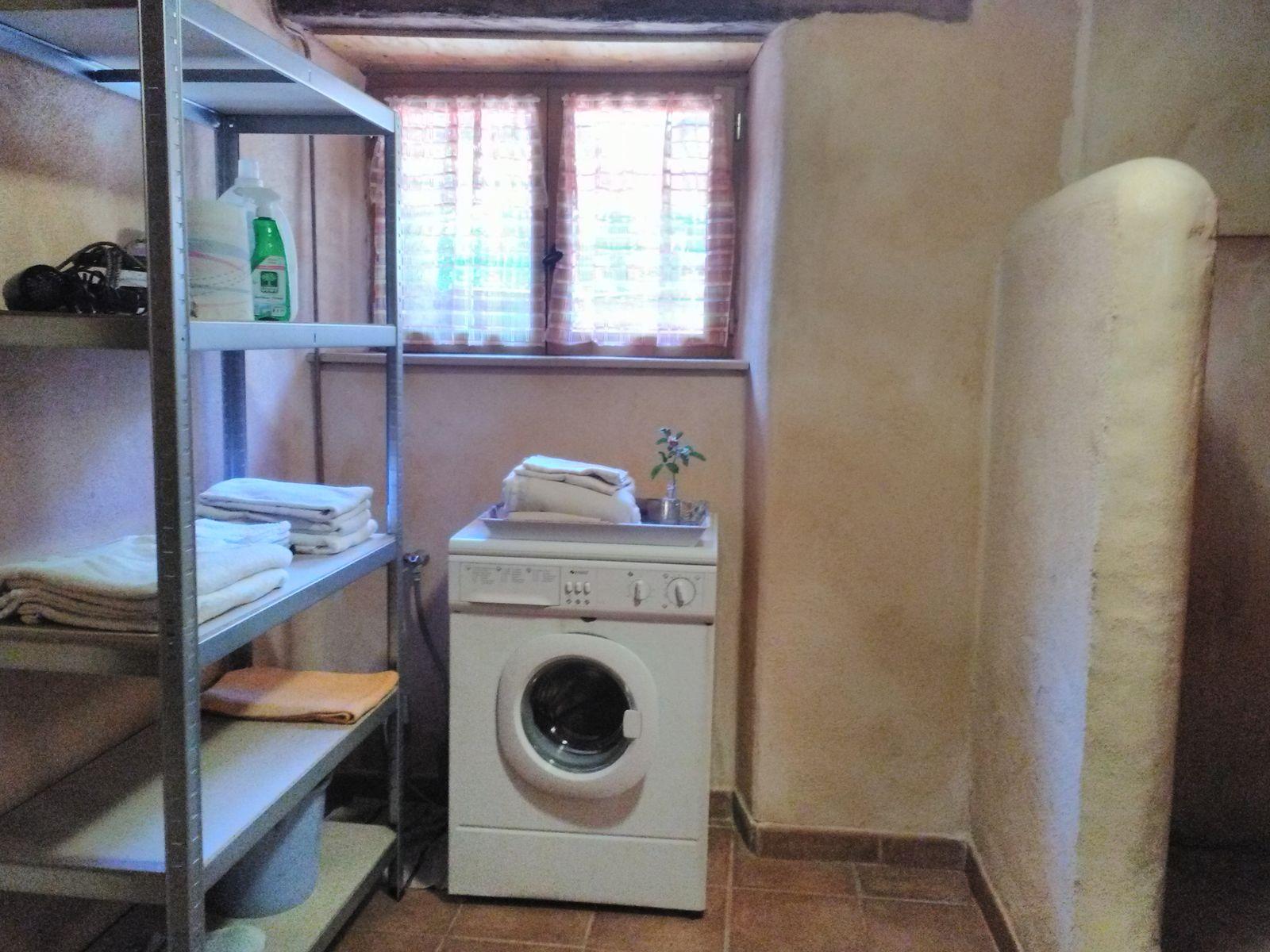 lave linge dans la s.d.b;