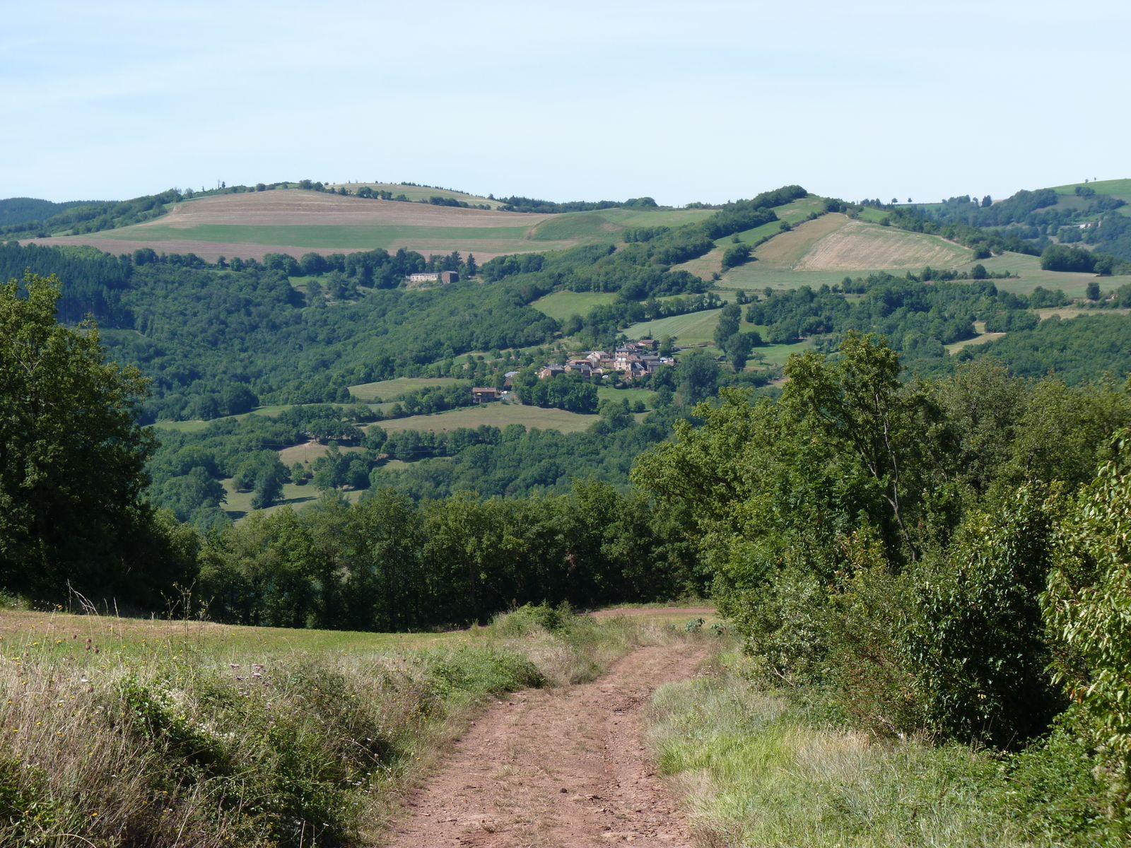 SEGEZY ,hameau de quelques maisons à flanc de colline dans la vallée du Rance