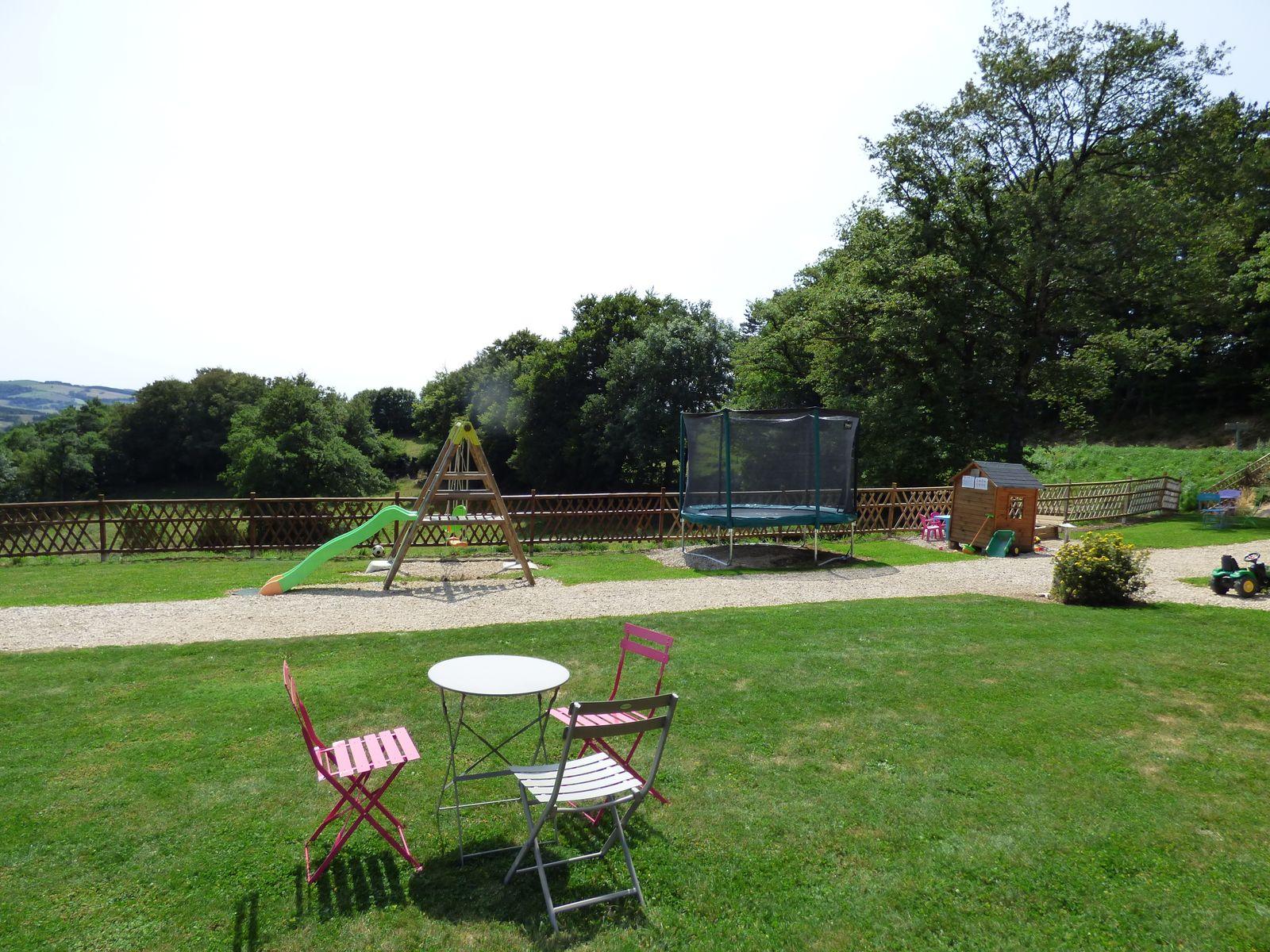 Jardin, jeux, trampoline spécial collectivités, portique