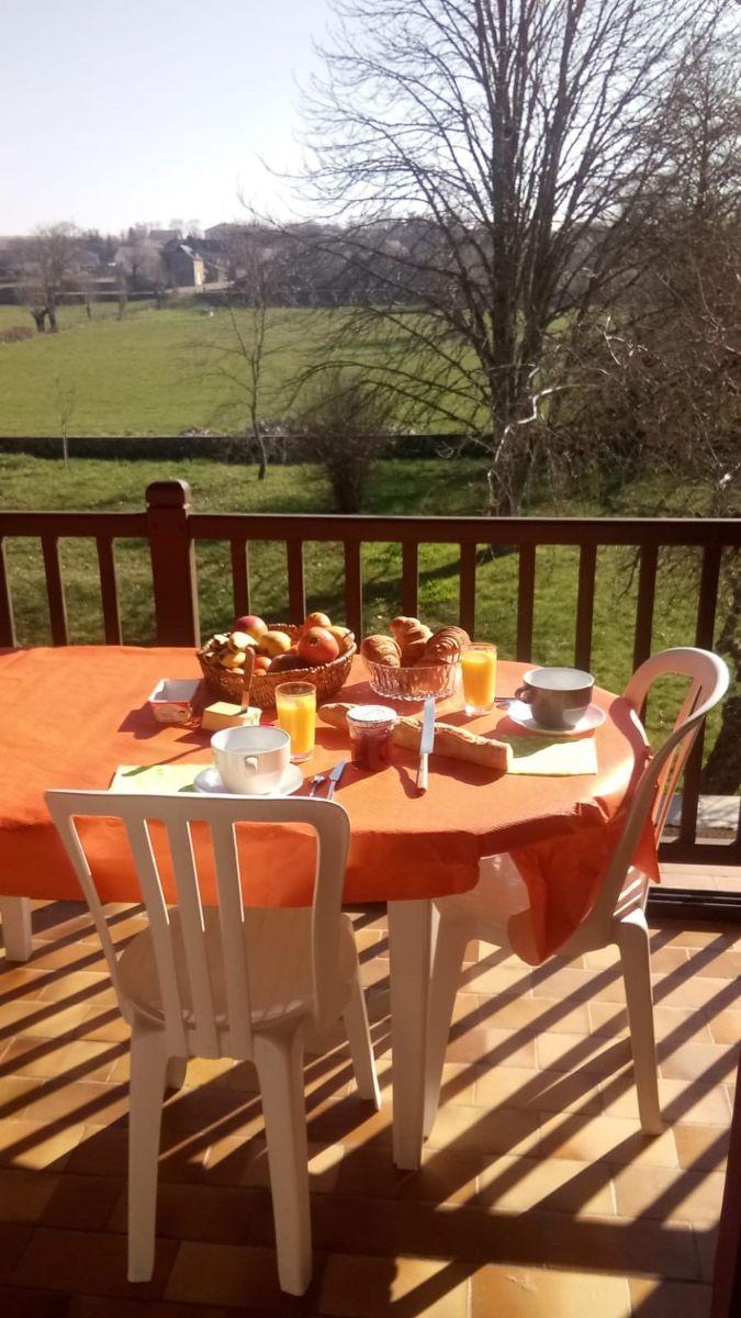 Petit déjeuner sur la terrasse arrière
