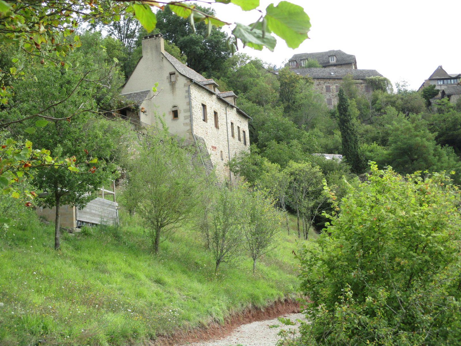 Une authentique ancienne maison de maître-vigneron accrochée à flanc de coteau