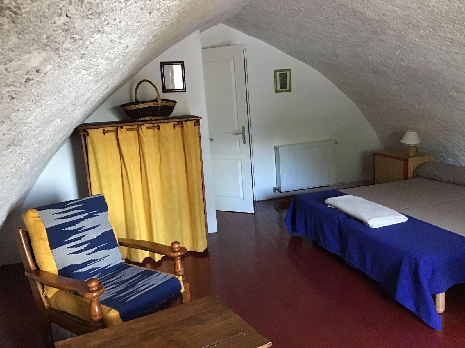 Cardabelle : chambre 2 personnes avec salle d'eau (douche, lavabo et WC indépendants)