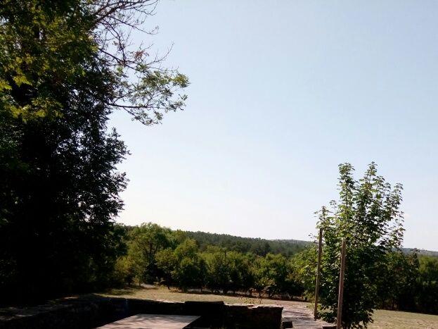 Espaces extérieurs devant le gite, au cœur du hameau, à disposition des hôtes