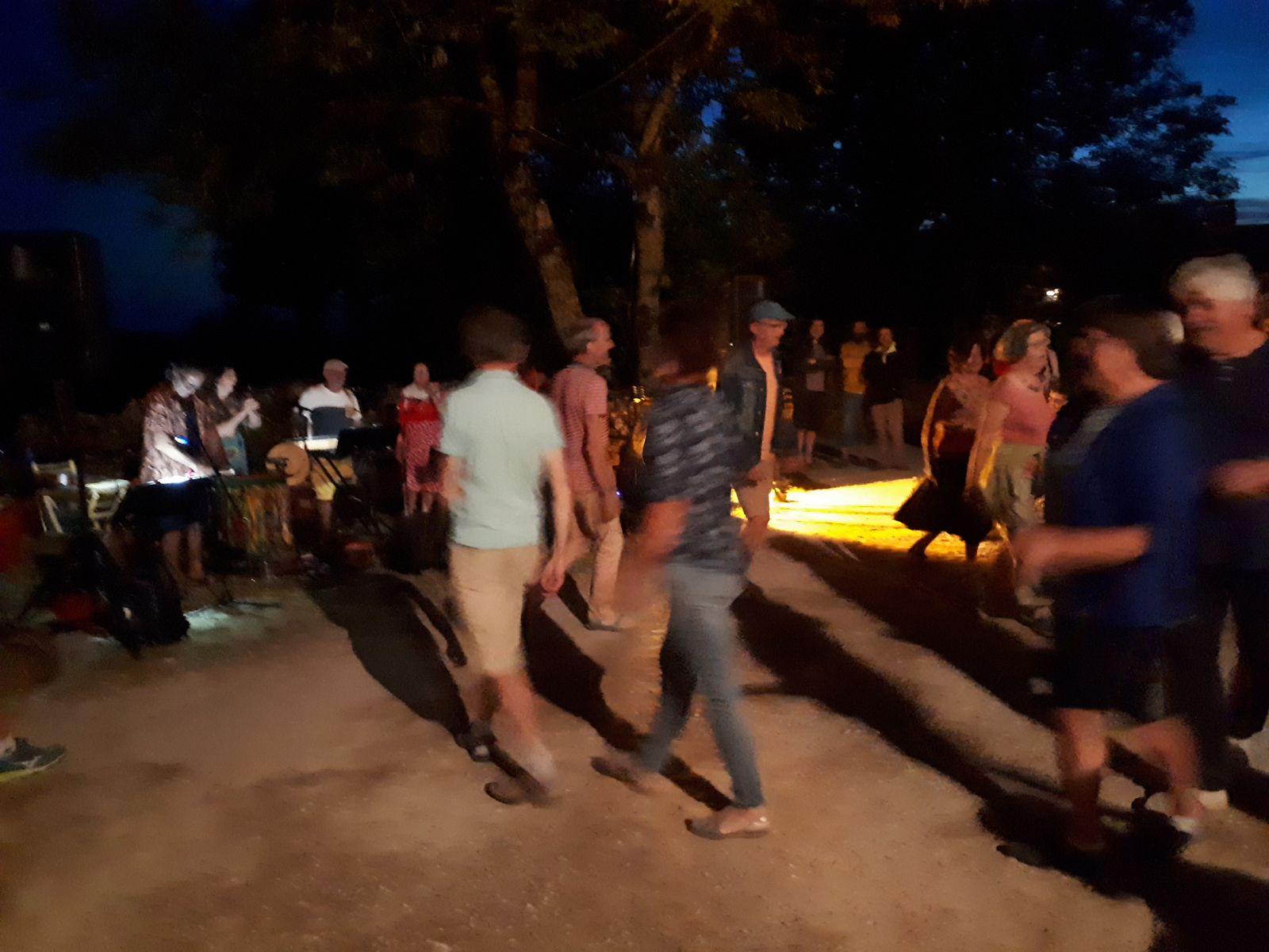 Danses occitanes à la fin du marche paysan