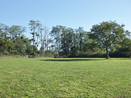 Terrain clos en prolongement des jardins