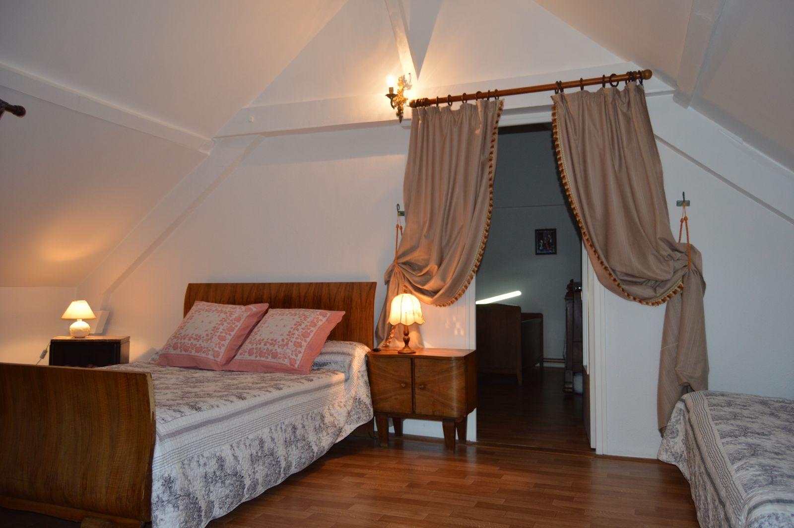 chambre 1 au premier etage : 1 lit en 140 +1 clic clac