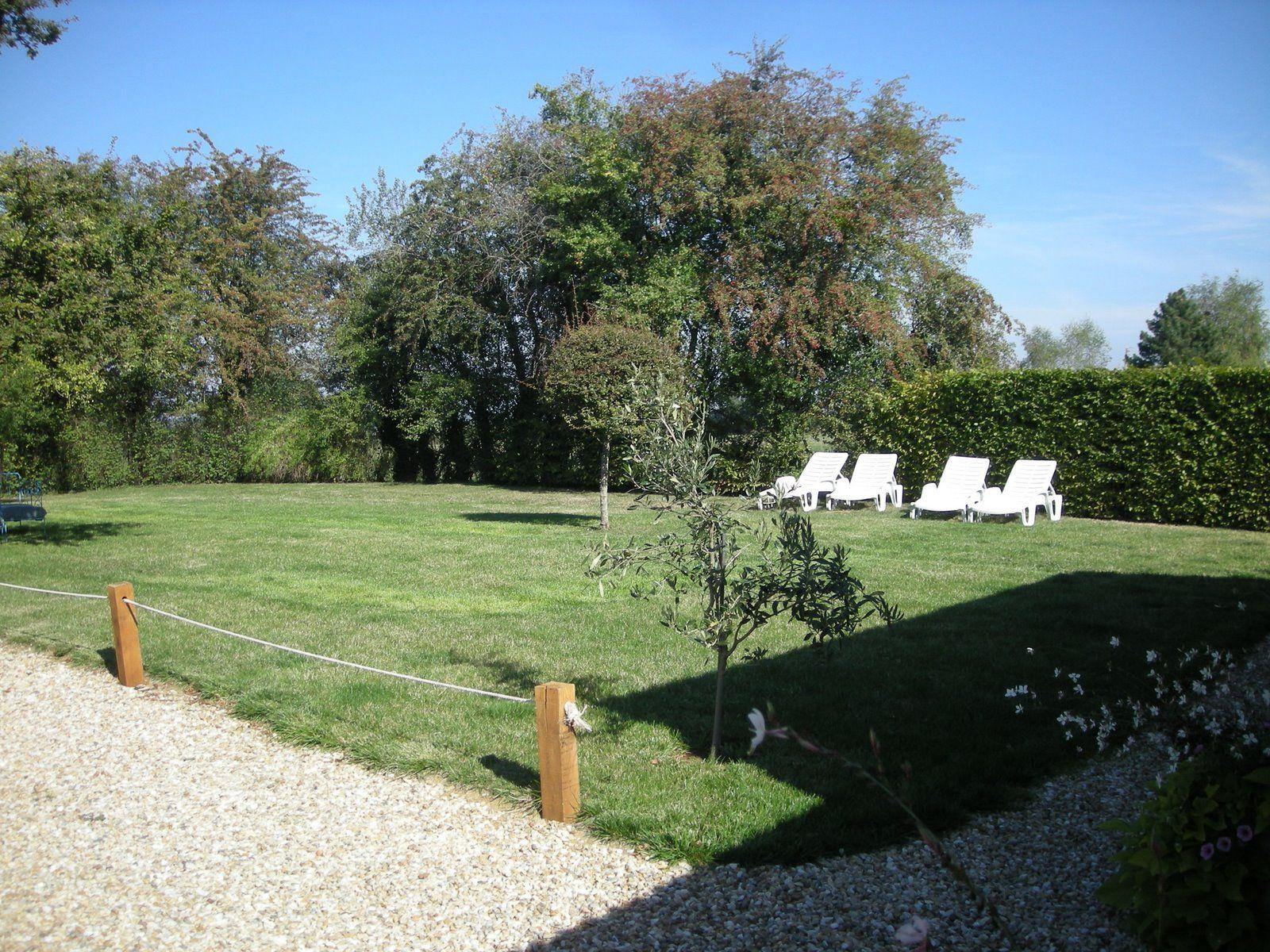 jardin privé avec bains de soleil