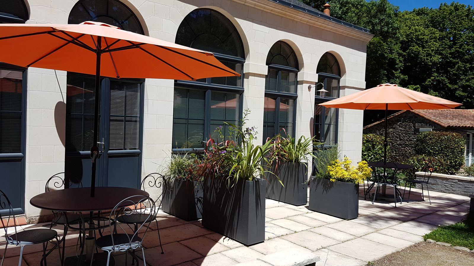 Terrasse et entrée de l'Orangerie