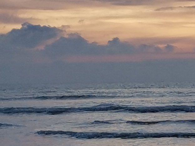 Soleil couchant sur l'océan à Tharon Plage