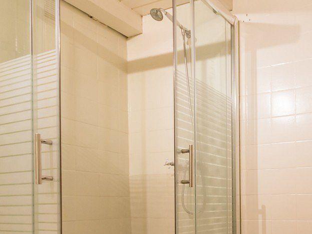 Salle de bain - douche et baignoire