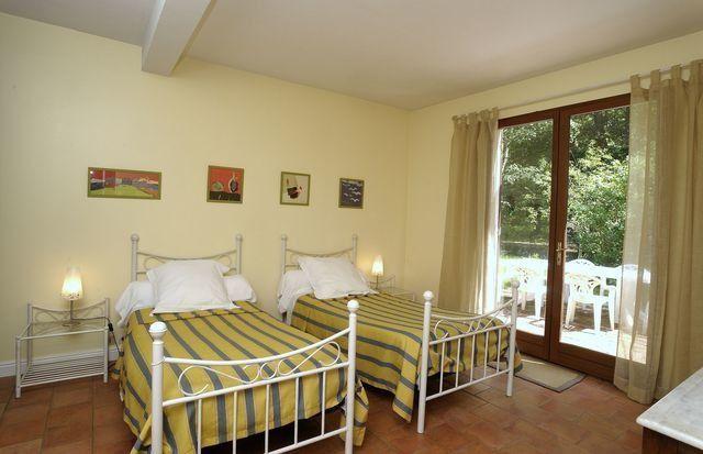 Chambre lits jumeaux - accés sur patio sud