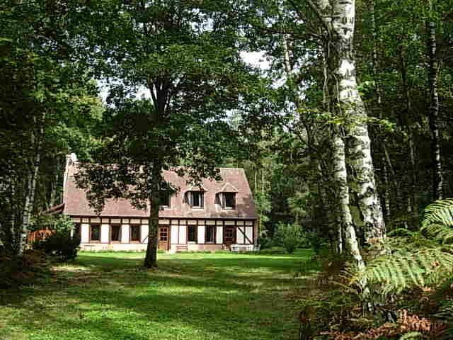 Maison vue de l'allée ouest