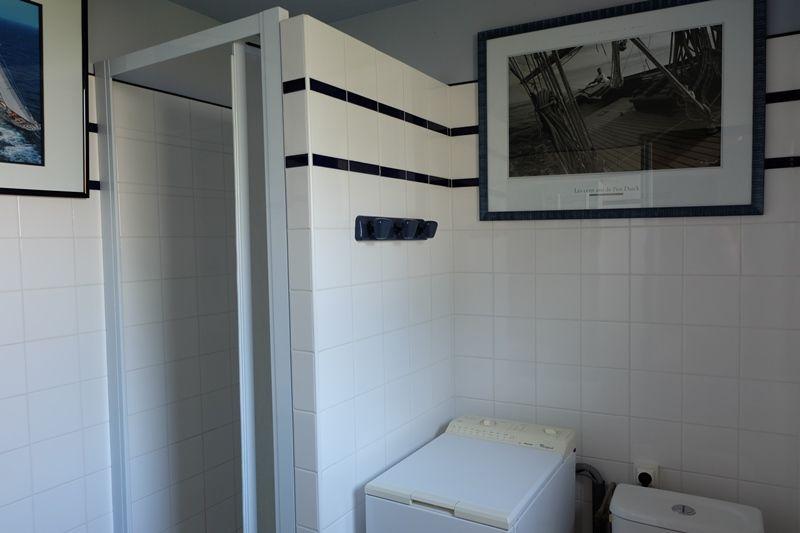 Salle d'eau WC rez-de-chaussée