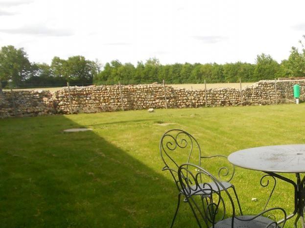 salon de jardin avec bain de soleil ey barbecue à gaz